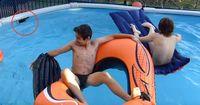 Diese Jungs entdecken eine Python in ihrem Pool - Hätten sie es lieber nicht!