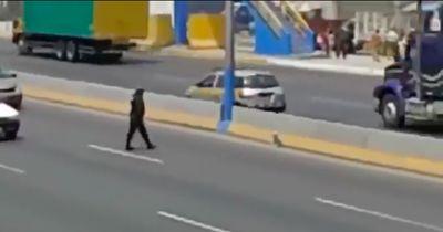 Ein Polizist riskiert sein eigenes Leben