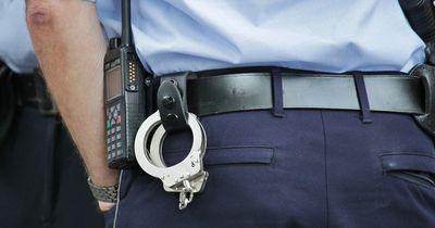 Diese Polizisten helfen einem ganz besonderen Paar