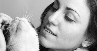 Das will deine Katze dir sagen, wenn sie dich mit dem Kopf anstupst